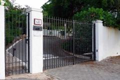 Въездные ворота с подъездной дороги