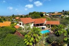 Villa con jardín tropical