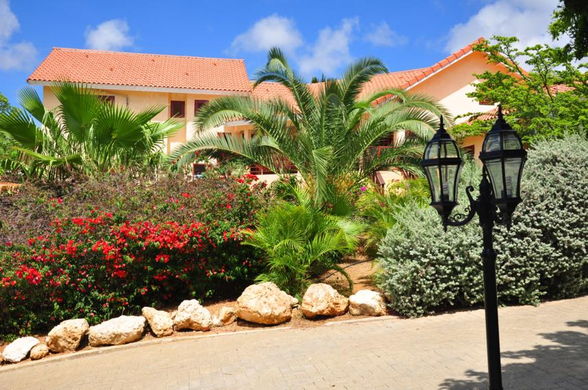 Villa mit tropischem Garten